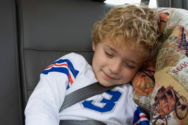otrok spi v avtu